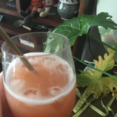 grapefruit margarita in leaves